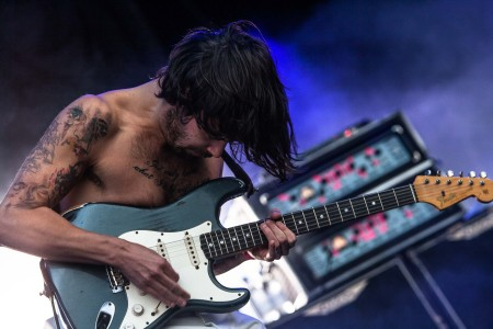 Biffy Clyro - mashing guitar